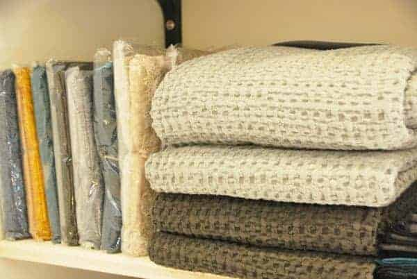 blankets and cushions deco